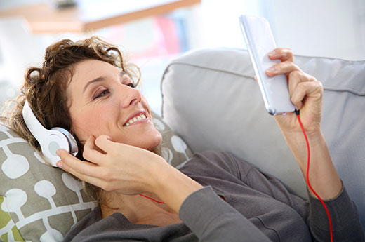 Listening to music on mobile phone through headphones