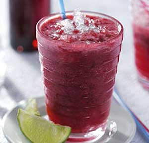 Red Fruit Smoothie recipe using a blender