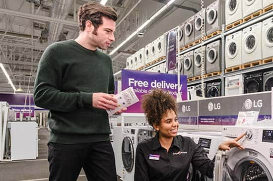 Customer getting advice on a washing machine from a Currys expert.