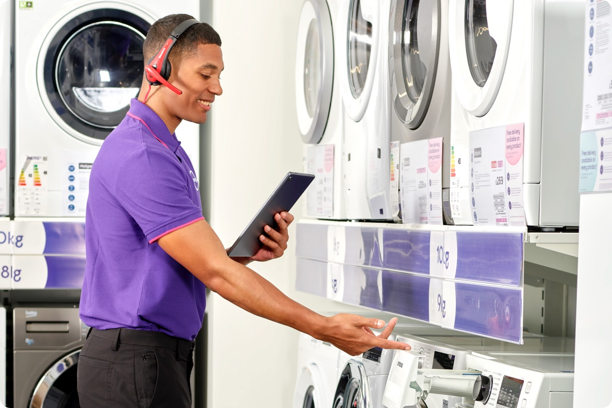 Currys expert showing washing machine in store