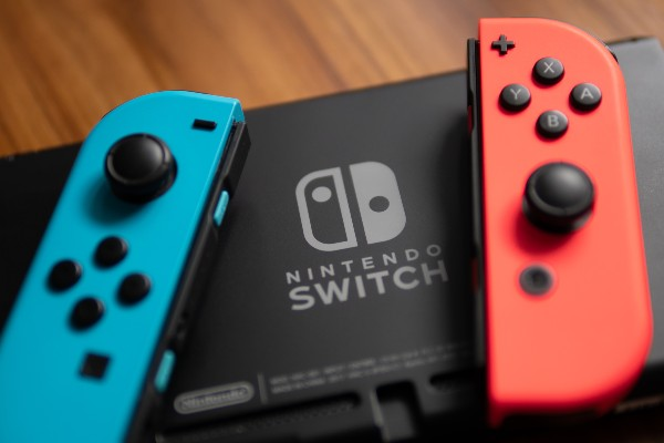 A Nintendo Switch console with its Joy Con controllers