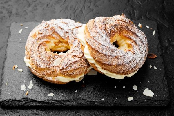 Choux pastry filled with cream and covered with flaked almonds and icing sugar